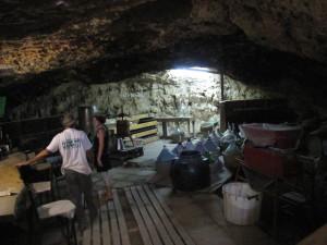 יקב במערה תת קרעית מהממת וקרירה בחוות בודדים